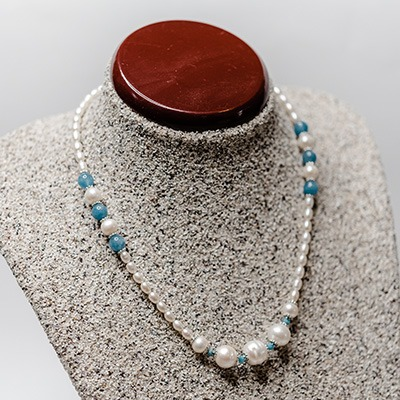 2-3mm White fresh water tiny pearls with apatite stone and large fresh water pearls. Price: R820