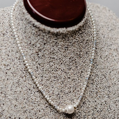 2.5-4mm round fresh water pearl, complemented with moonstone with a large centre pearl arrangement. Price: R620.00
