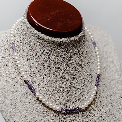 5.5-6mm Round Fresh Water Pearls, complemented with amethyst stone arrangement. Price: R950.00