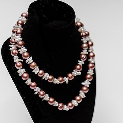 Burgundy fresh water pearl with keshi pearls. Price: R1050.00