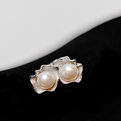 Fresh Water Pearl set in silver stud earrings
