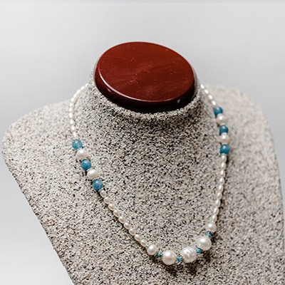 White fresh water pearl complemented with agate gem stone. Price: R595.00