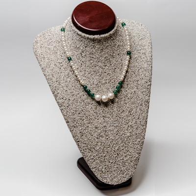 White fresh water pearl complemented with green agate stone and three round fresh water pearl centre arrangement. Price: R595.00